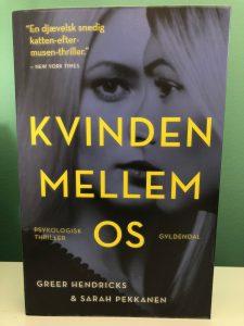 """Kvinden mellem os"" af Greer Hendricks & Sarah Pekkanen"