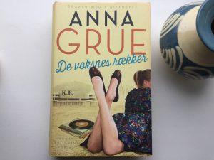 """""""De voksnes rækker"""" af Anna Grue"""