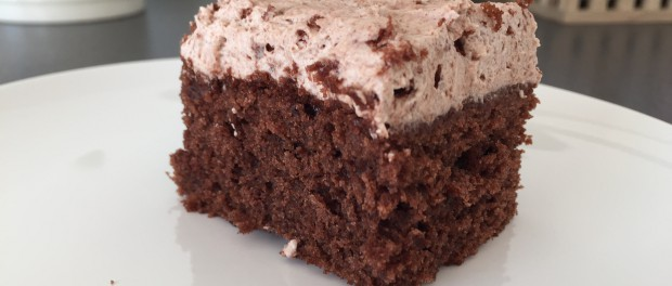 Chokoladekage med rutebil-topping