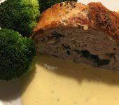 Indbagt farsbrød med spinat og champignon