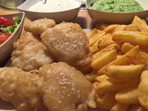 Fish´n chips med ærtemos og sauce tartare