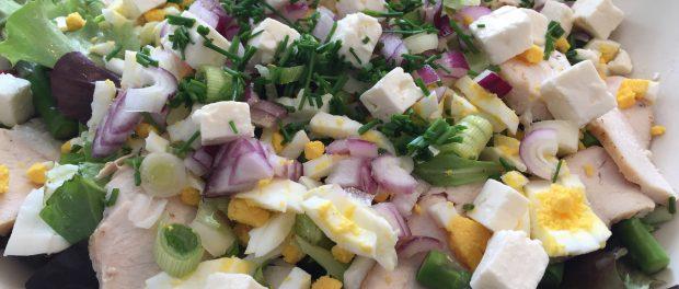 Påskesalat med kylling og æg