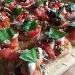 Bruschetta med tomater og champignon