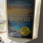 """""""Hotel Tusind Lys"""" af Emylia Hall"""